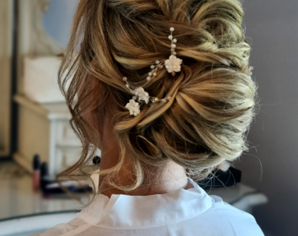 Wedding updo using hair extensions to create this beautiful boho look