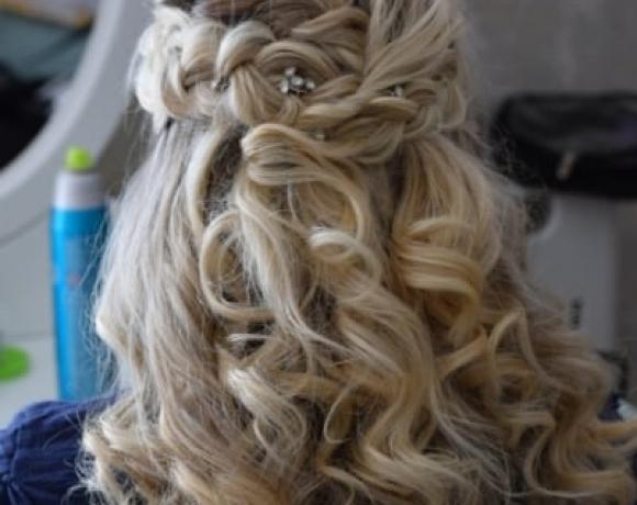 Downham-Hall-Bridesmaid-hair
